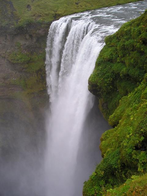 waterfall-283_640