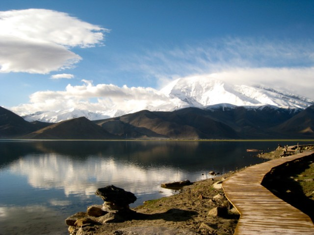 clouds-karakul-lake-mountains-518-733x550