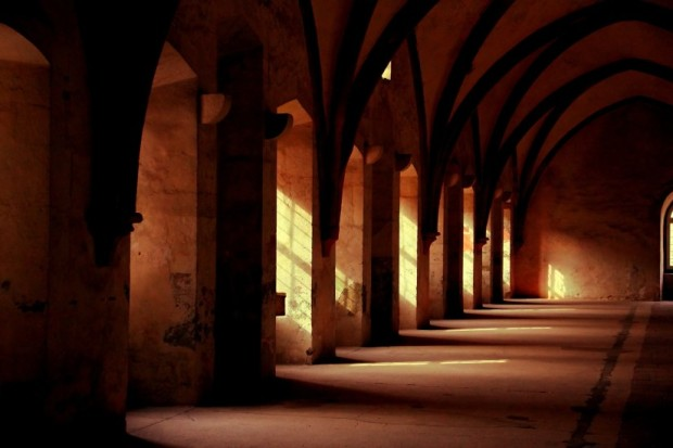 building-church-cloister-3958-825x550